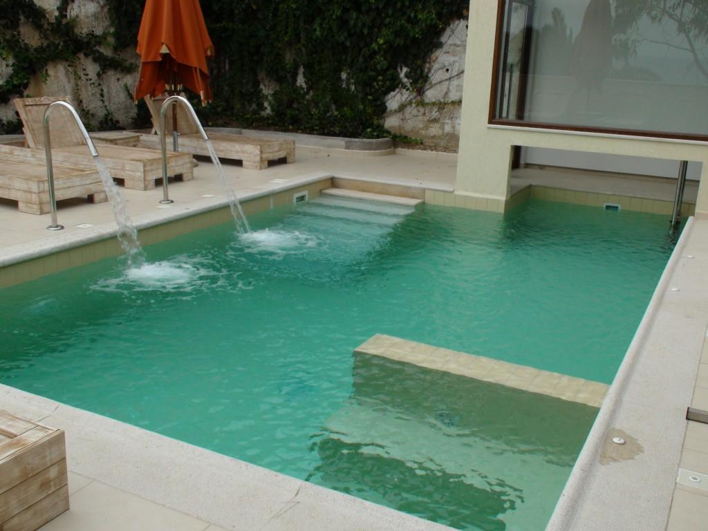 Πισίνα υδροθεραπείας σε ξενοδοχείο στην Νέα Σκιώνη Χαλκιδικής