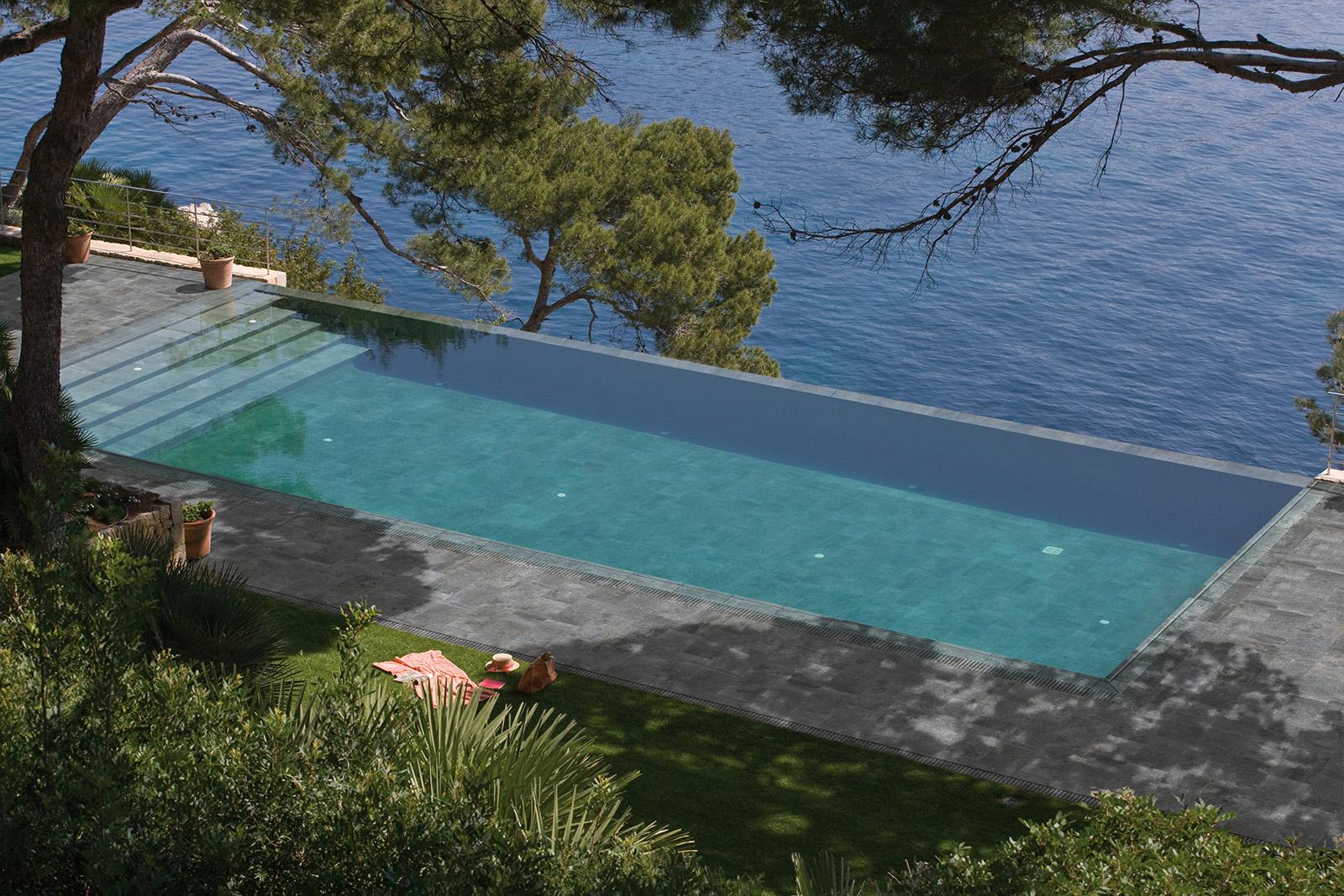 Διαμόρφωση εξωτερικού χώρου πισίνας